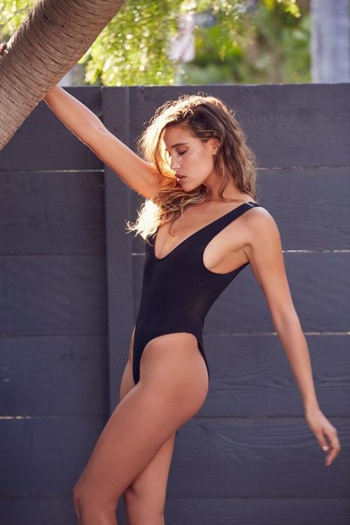 Sexy vô đối nhưng mẫu bikini này từng sợ nhất việc khoe vòng 1! - 15