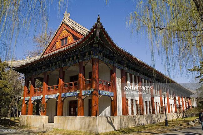 Đại học Bắc Kinh xây dựng năm 1898, là 1 trong những trường đại học lâu đời nhất Trung Quốc.