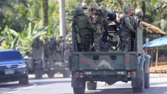 Video: Binh sĩ Philipines rút chạy hàng loạt vì xạ thủ IS