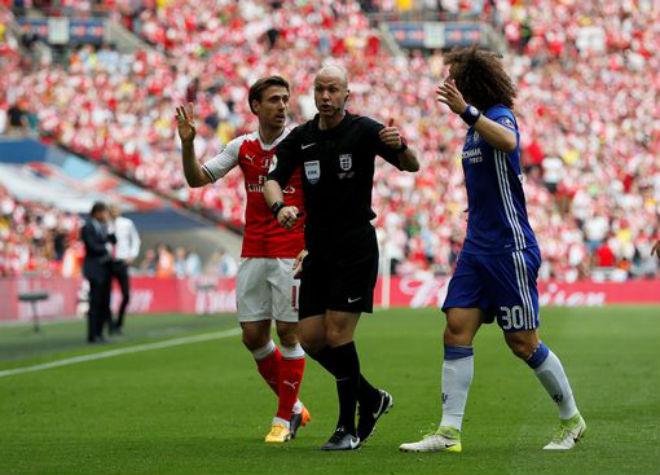 Wenger rạng ngời đi vào sử sách FA cup, ở lại Arsenal 2 năm - 2