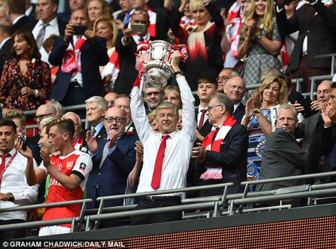 Wenger rạng ngời đi vào sử sách FA cup, ở lại Arsenal 2 năm - 11