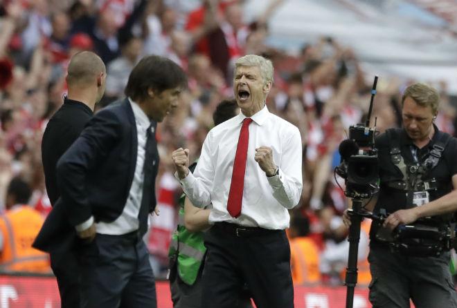 """Góc chiến thuật Arsenal–Chelsea: Wenger """"chơi liều"""" đo ván Conte - 1"""
