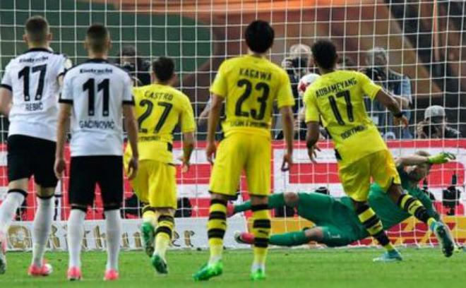 Dortmund - Frankfurt: Phạt đền định đoạt ngôi vương - 1
