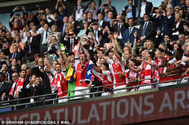 Arsenal đoạt FA Cup: Mừng trước mắt, lo lâu dài - 1