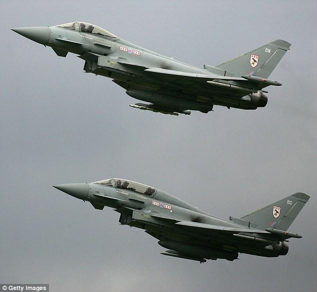 Chiến đấu cơ Anh chặn máy bay Nga xâm phạm không phận - 1
