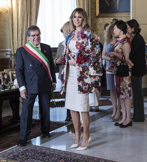 """""""Ngất"""" với chiếc áo khoác trị giá cả căn nhà của vợ ông Trump - 4"""