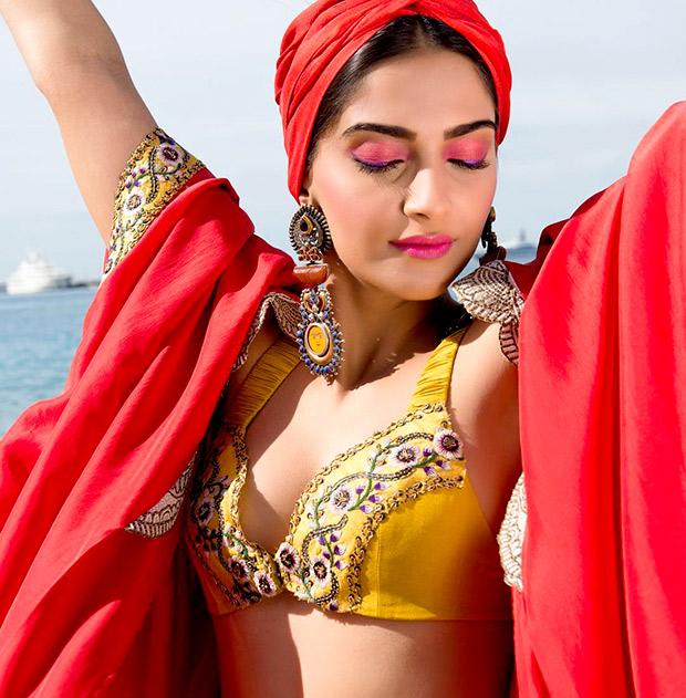 """Mỹ nữ nóng bỏng, giàu có khiến """"chim sa cá lặn"""" ở Ấn Độ - 8"""