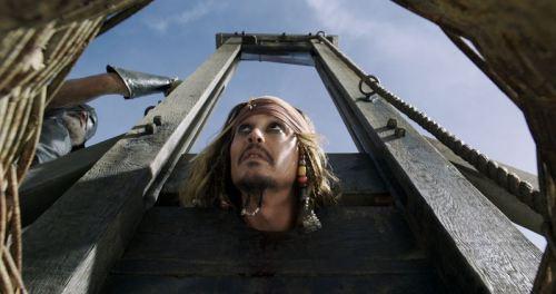 Fan phản ứng ra sao sau 3 ngày công chiếu Cướp biển vùng Caribbean 5 - 6