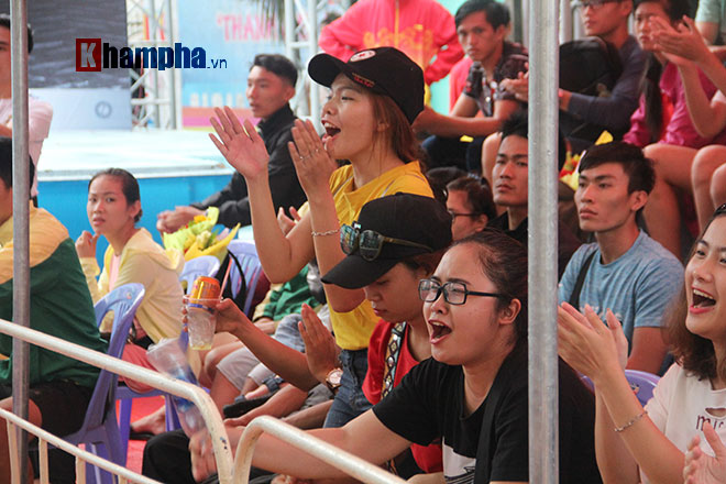 """""""Mưa knock-out"""" hút fan nữ xinh tại giải Muay Việt - 9"""
