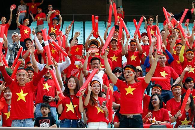 """U20 Việt Nam chia tay World Cup, CĐV nữ xinh """"ngẩn ngơ"""" - 1"""
