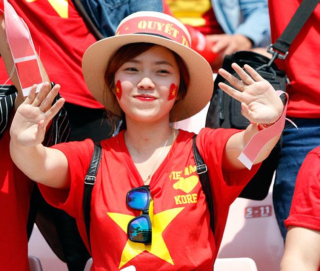 """U20 Việt Nam chia tay World Cup, CĐV nữ xinh """"ngẩn ngơ"""" - 3"""