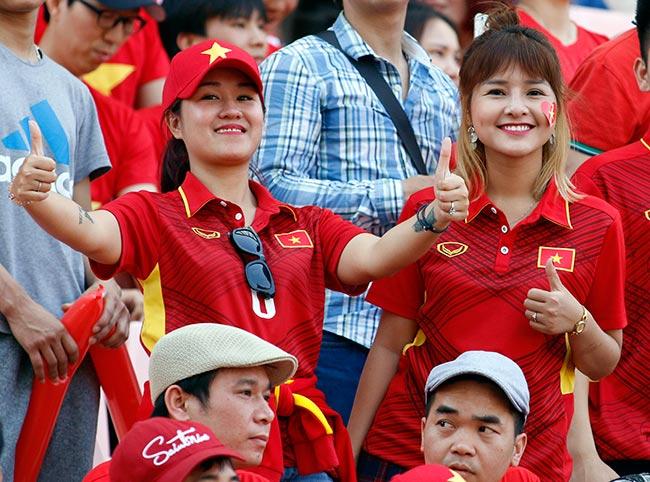"""U20 Việt Nam chia tay World Cup, CĐV nữ xinh """"ngẩn ngơ"""" - 5"""