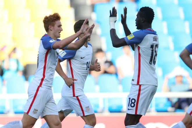 U20 World Cup ngày 9: Sống trong sợ hãi, suýt mất ngôi đầu - 1