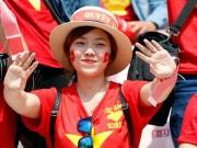 """Bóng đá - U20 Việt Nam chia tay World Cup, CĐV nữ xinh """"ngẩn ngơ"""""""