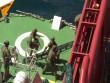 """Video đặc nhiệm Nga """"đột kích"""" tàu hàng, giải cứu con tin"""