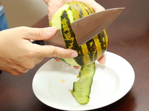 Công dụng tuyệt vời và những điều cần tránh khi ăn dưa bở - 2