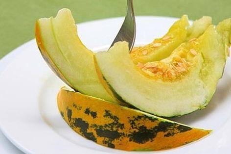 Công dụng tuyệt vời và những điều cần tránh khi ăn dưa bở - 1