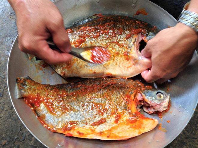 Thơm thơm, cay cay cá chim nướng muối ớt - 3