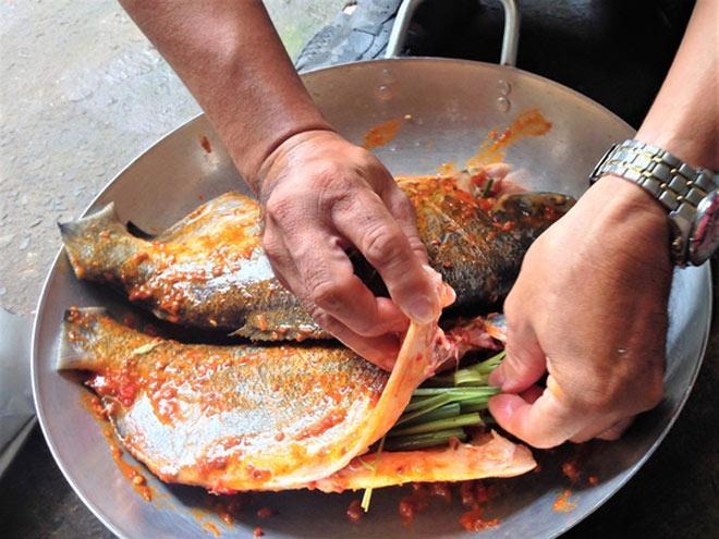 Thơm thơm, cay cay cá chim nướng muối ớt - 4