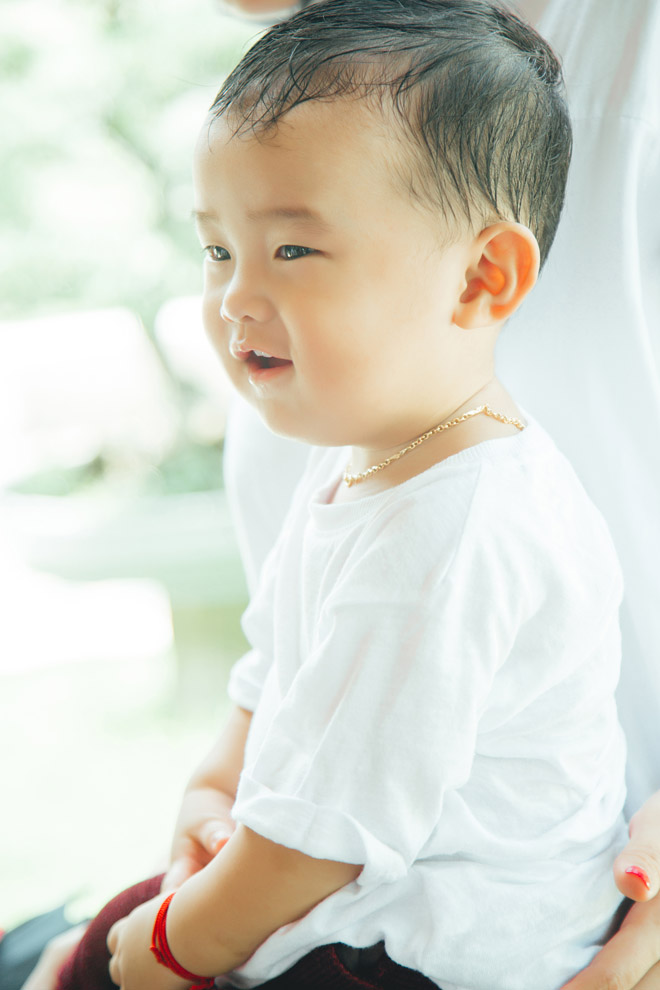 """Ưng Hoàng Phúc trổ tài làm """"bố bỉm sữa"""" trong clip tặng con trai - 5"""