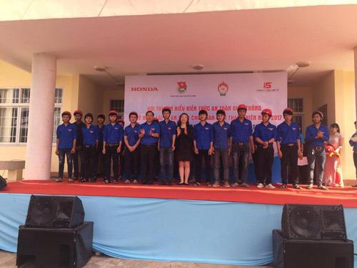 Honda Việt Nam trao tặng mũ bảo hiểm cho đoàn viên thanh niên tỉnh Đắk Lắk - 3