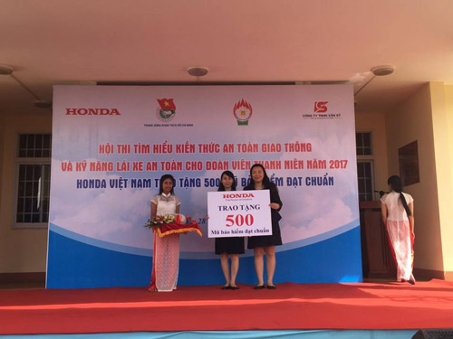Honda Việt Nam trao tặng mũ bảo hiểm cho đoàn viên thanh niên tỉnh Đắk Lắk - 1