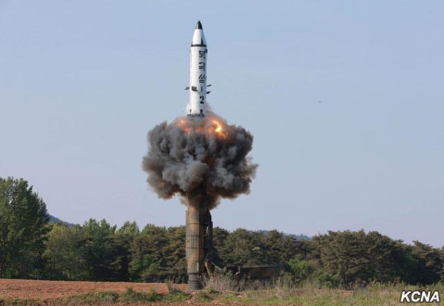 Vì sao năm 2017 Triều Tiên thử tên lửa 12 lần liên tiếp? - 1