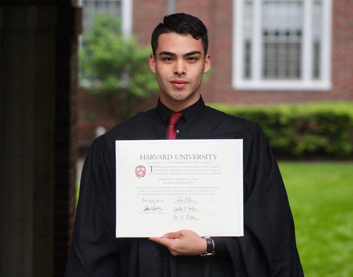 Chàng trai nghèo tốt nghiệp Harvard chia sẻ bí quyết thành công - 1