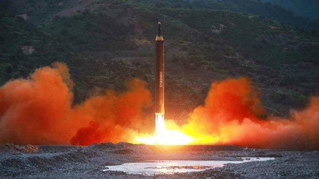Triều Tiên tuyên bố đầu đạn tên lửa mới bắn rất chính xác - 1