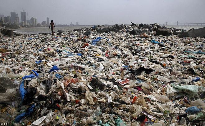 Bãi biển kinh khủng nhất thế giới, chứa tới 5.000 tấn rác - 1