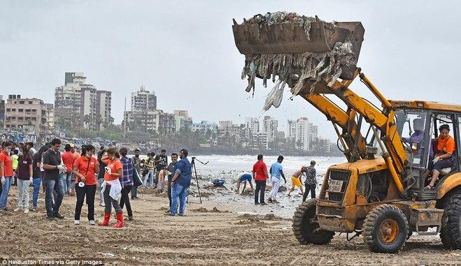 Bãi biển kinh khủng nhất thế giới, chứa tới 5.000 tấn rác - 4