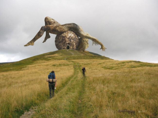 Những cột đá có hình thù kỳ dị giữa thung lũng tình yêu ở Ireland - 2