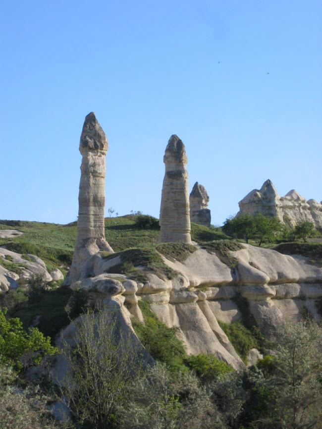Những cột đá có hình thù kỳ dị giữa thung lũng tình yêu ở Ireland - 8