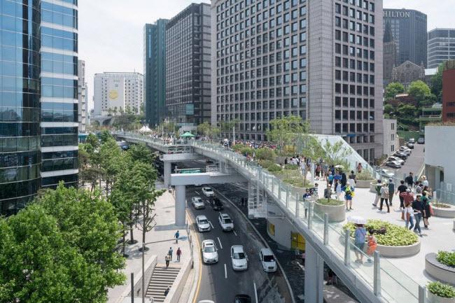 Cầu vượt bỏ không hóa khu vườn trên cao đẹp lạ ở Hàn Quốc - 4
