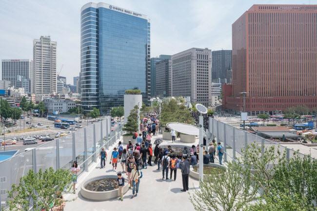 Cầu vượt bỏ không hóa khu vườn trên cao đẹp lạ ở Hàn Quốc - 6