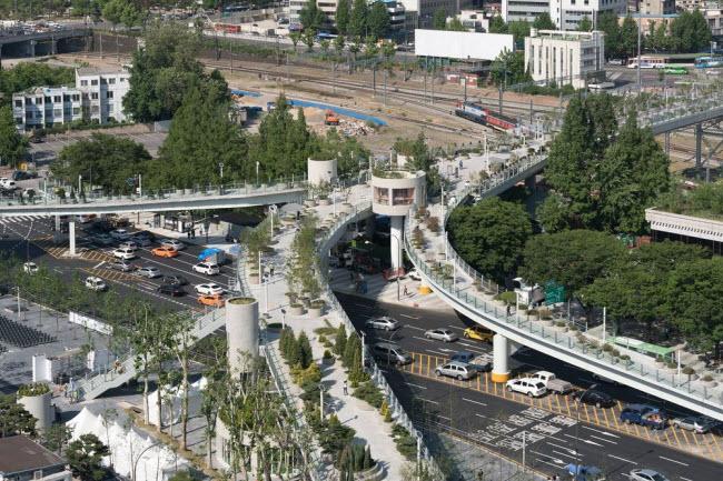 Cầu vượt bỏ không hóa khu vườn trên cao đẹp lạ ở Hàn Quốc - 3
