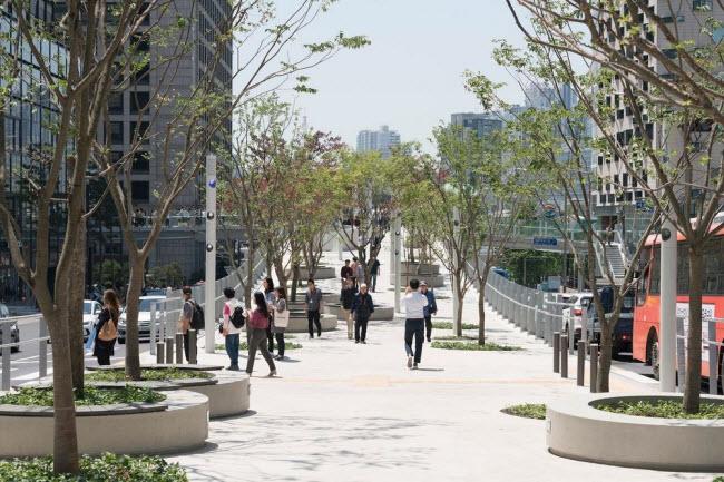 Cầu vượt bỏ không hóa khu vườn trên cao đẹp lạ ở Hàn Quốc - 11