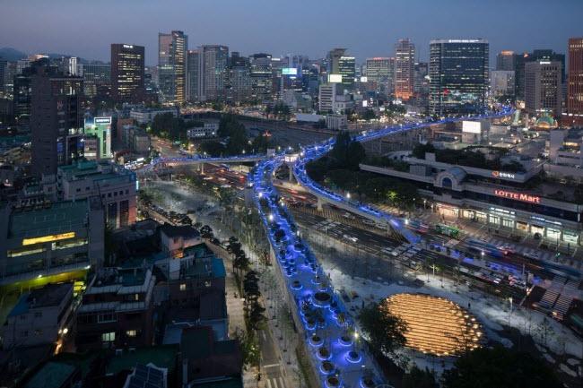 Cầu vượt bỏ không hóa khu vườn trên cao đẹp lạ ở Hàn Quốc - 8