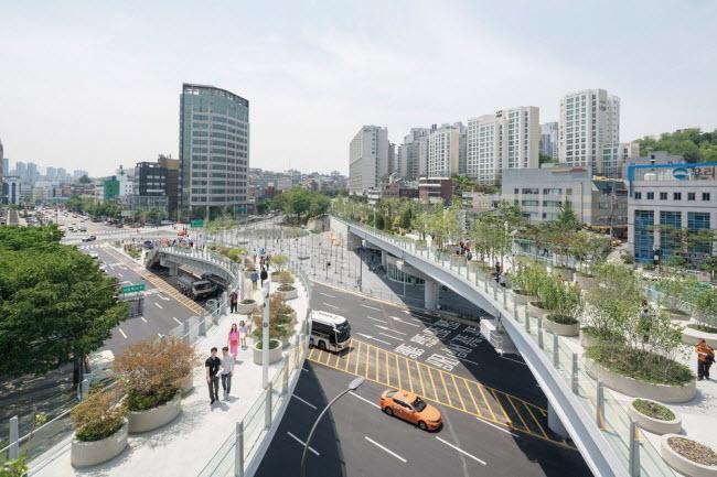 Cầu vượt bỏ không hóa khu vườn trên cao đẹp lạ ở Hàn Quốc - 14
