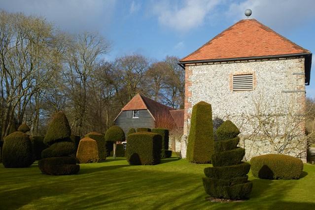 """Nhà cổ từ thế kỷ 17 """"lột xác"""" thành biệt thự đẹp miễn chê - 12"""
