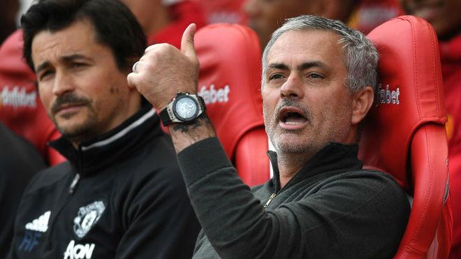 MU: Săn siêu sao, hay ai đó bán cho Mourinho con virus - 1