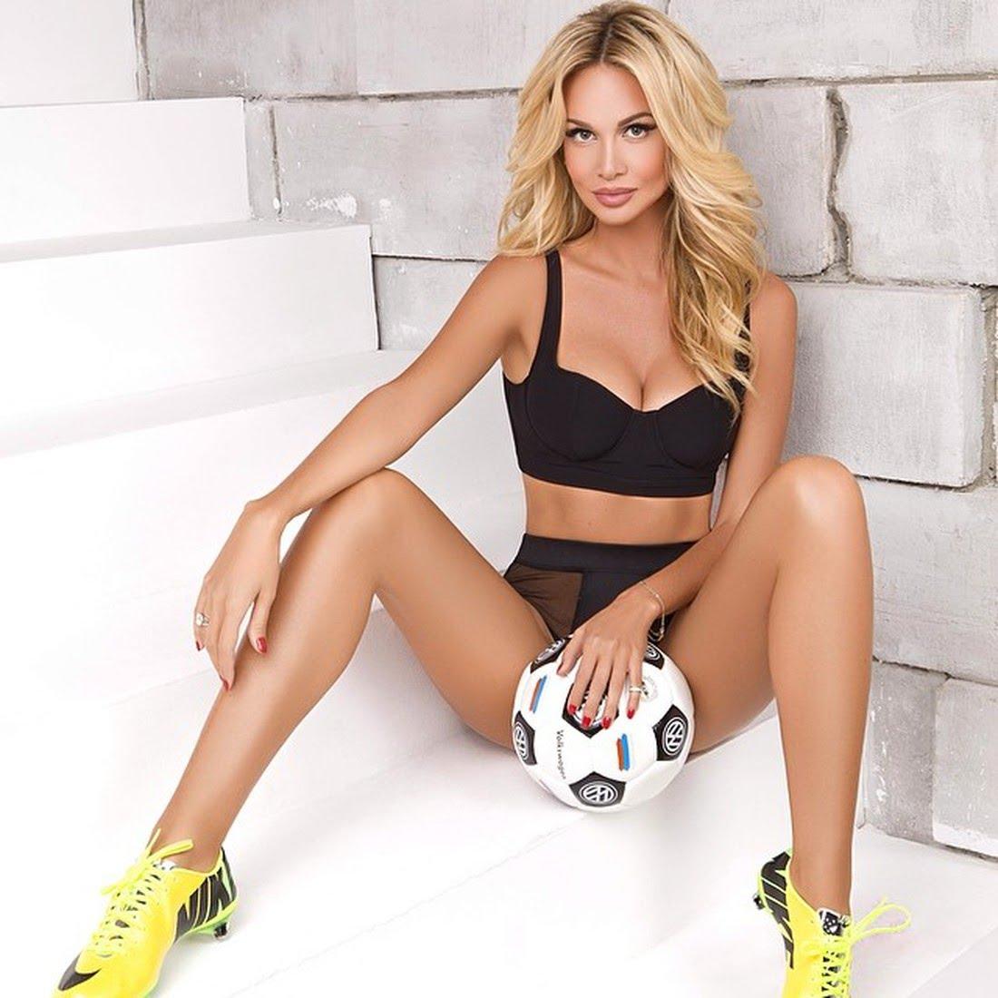 """10 """"khám phá"""" về chân dài sexy làm đại sứ World Cup 2018 - 2"""