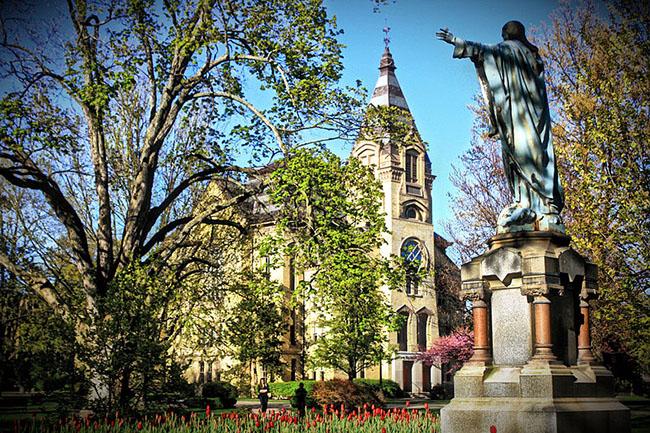 Đại học Notre Dame là một viện đại học tư thục nằm ởthành phố South Bend thuộc quận St. Joseph, Indiana, Hoa Kỳ.