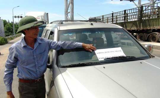 """Hàng chục ô tô """"vây"""" trạm thu phí Quán Hàu gây ách tắc giao thông - 3"""