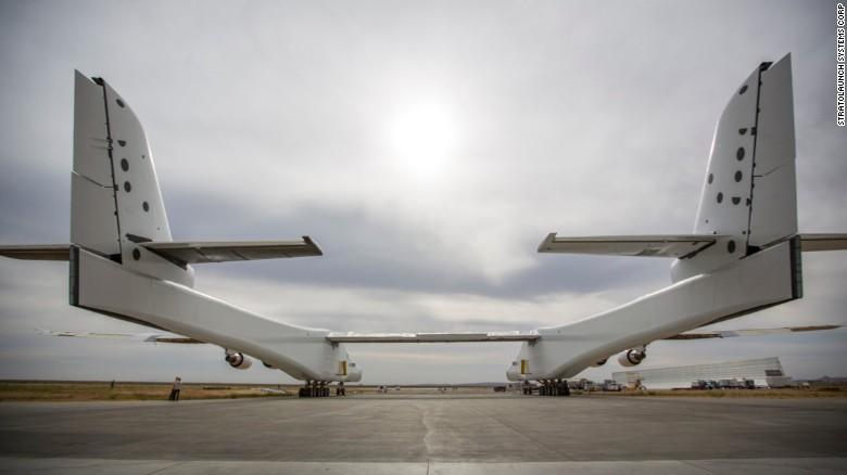 Máy bay lớn nhất thế giới lần đầu tiên lăn bánh - 2