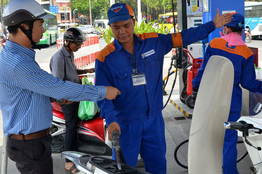Tăng thuế xăng dầu: Không thuyết phục! - 1