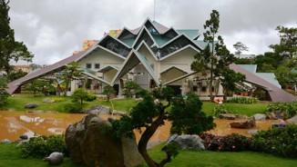 """Clip: """"Ngôi nhà bí ẩn"""" 132 mái hút hồn du khách ở Đà Lạt"""