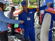 Thị trường - Tiêu dùng - Tăng thuế xăng dầu: Không thuyết phục!