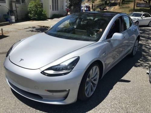 Lộ nội thất Tesla Model 3 khiến nhiều người ngỡ ngàng - 1