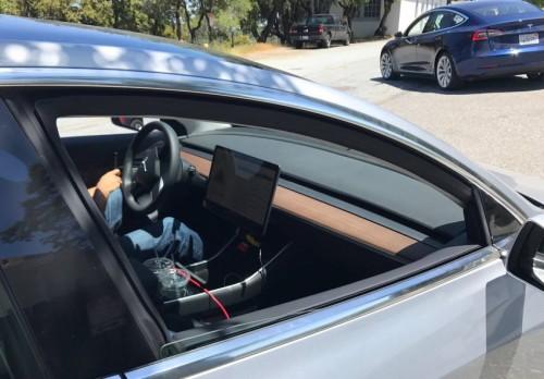 Lộ nội thất Tesla Model 3 khiến nhiều người ngỡ ngàng - 2